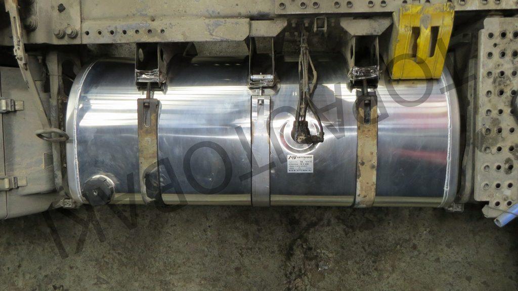 Топливный бак грузового автомобиля